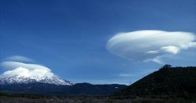photograph of Mt. Shasta, California with lenticular cloud that looks like spaceship