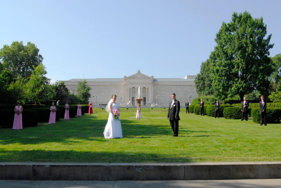 Bridal party in front of Cleveland Museum of Art